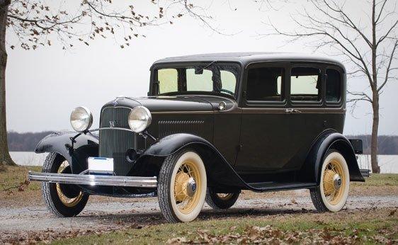 221: 1932 Ford Model 18 Fordor Sedan