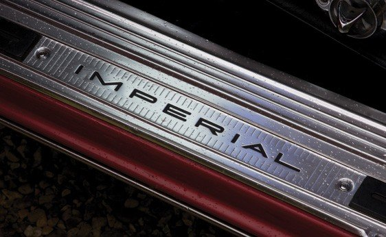 124: 1961 Chrysler Imperial Crown Convertible - 7