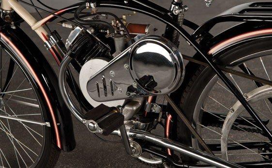 837: 1947 Whizzer Motorbike - 4