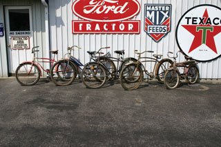 1022: VINTAGE BICYCLES  Lot of five adult bicycles incl