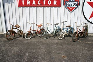 1023: VINTAGE BICYCLES  Lot of four bicycles and one tr