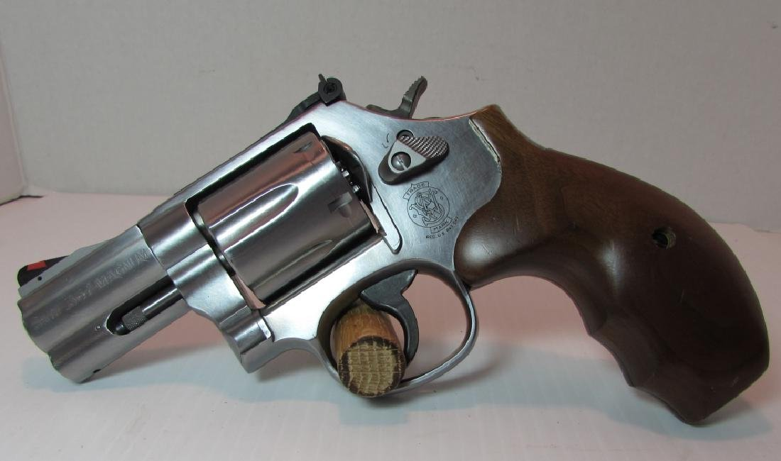 S&W 686-6 STAINLESS 357 MAG REVOLVER HANDGUN WOOD