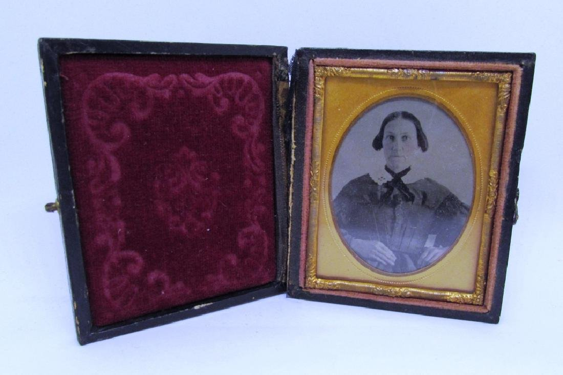 DAGUERREOTYPE PICTURE PHOTOGRAPH OF WOMAN ANTIQUE