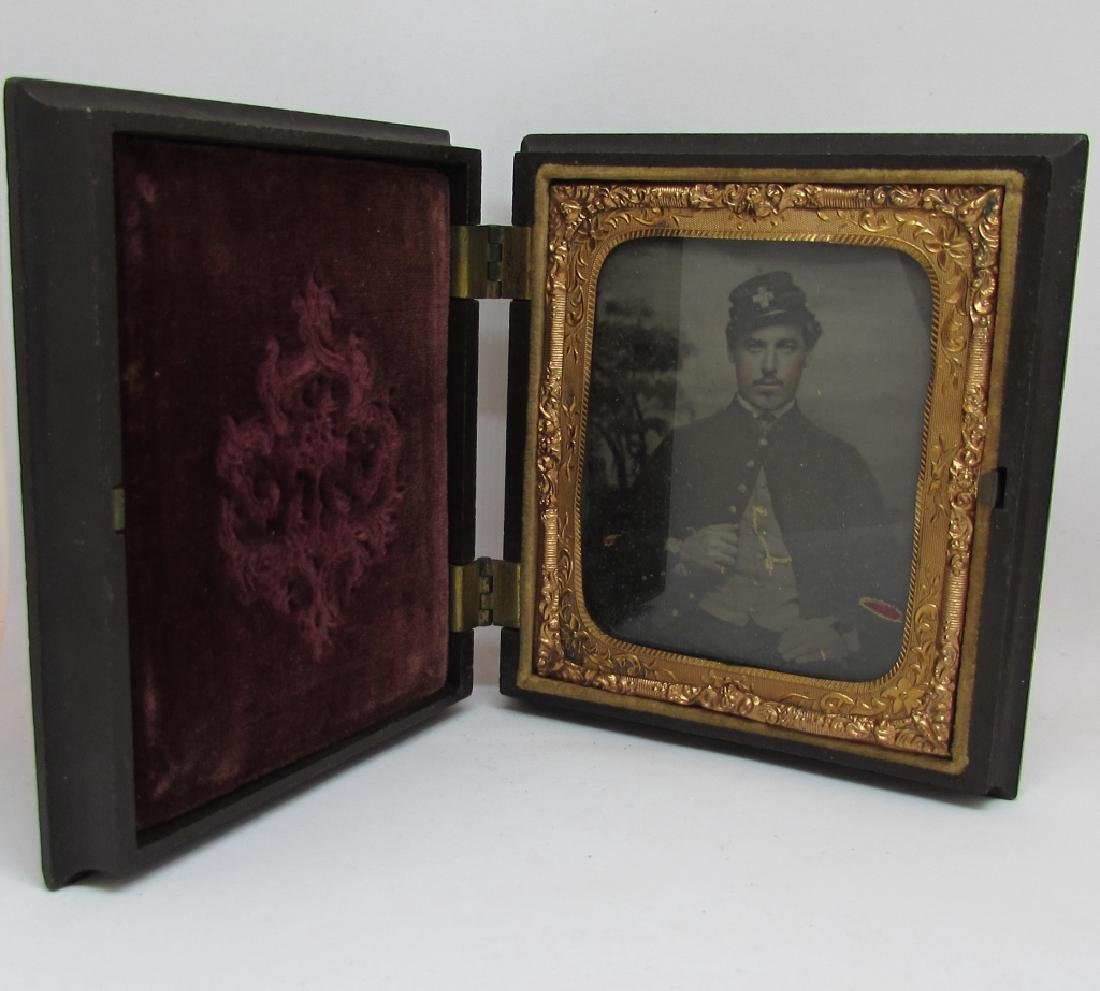 DAGUERREOTYPE  PHOTOGRAPH CIVIL WAR MEDIC SOLDIER PHOTO