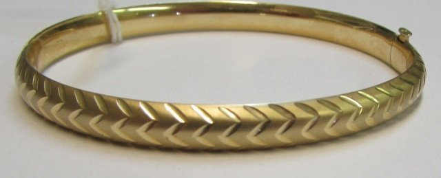 14k Yellow Gold Diamond-Cut Style Bangle Bracelet