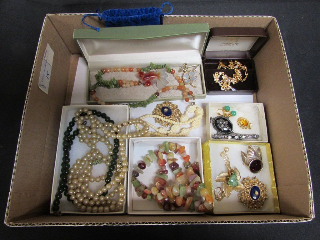 LOT OF COSTUME JEWELRY AGATE & JADE BEADS
