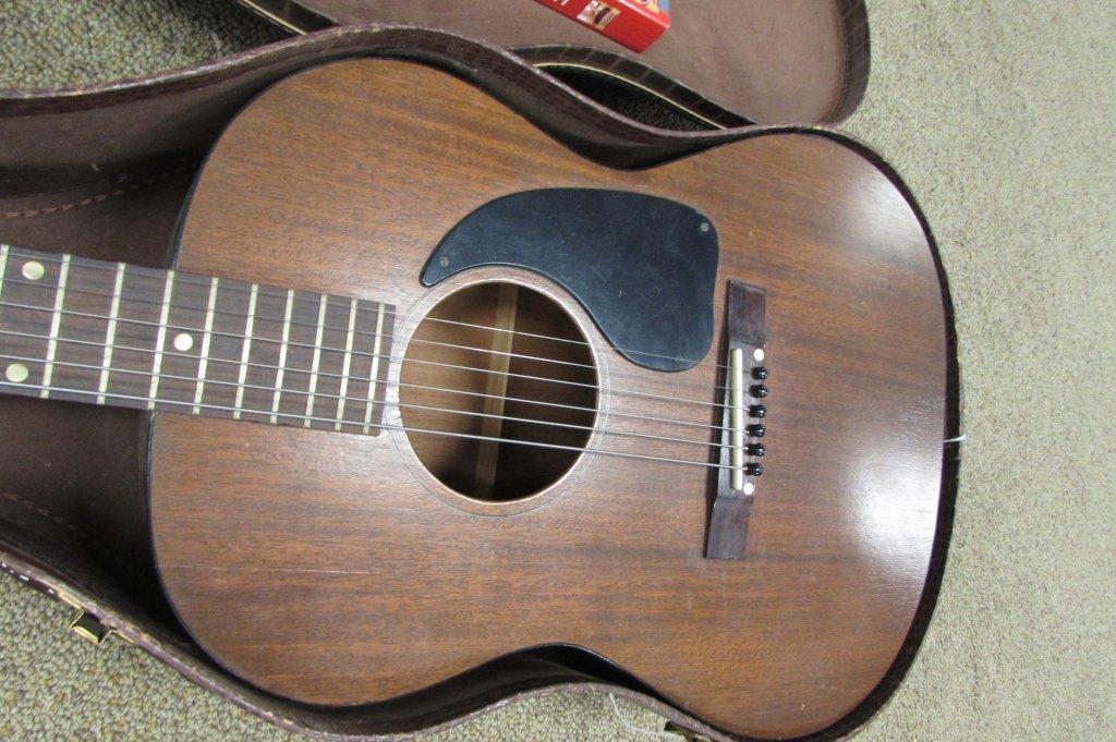 1961 GIBSON LGO ACOUSTIC GUITAR IN ALLIGATOR CASE - 3