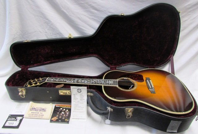 GIBSON GUITAR J 45 VINE WITH CASE LIKE NEW