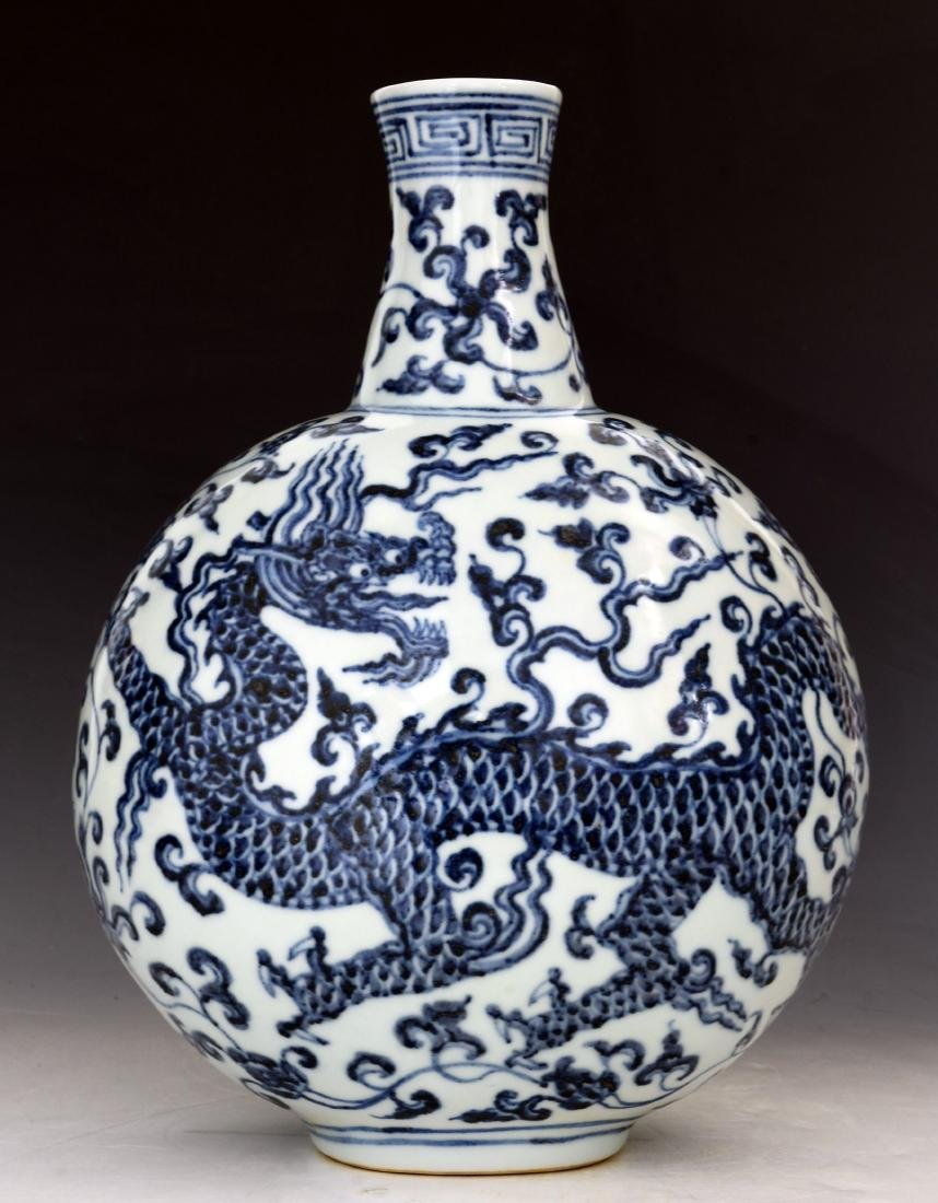 CHINESE BLUE AND WHITE MOON FLASKS - 7