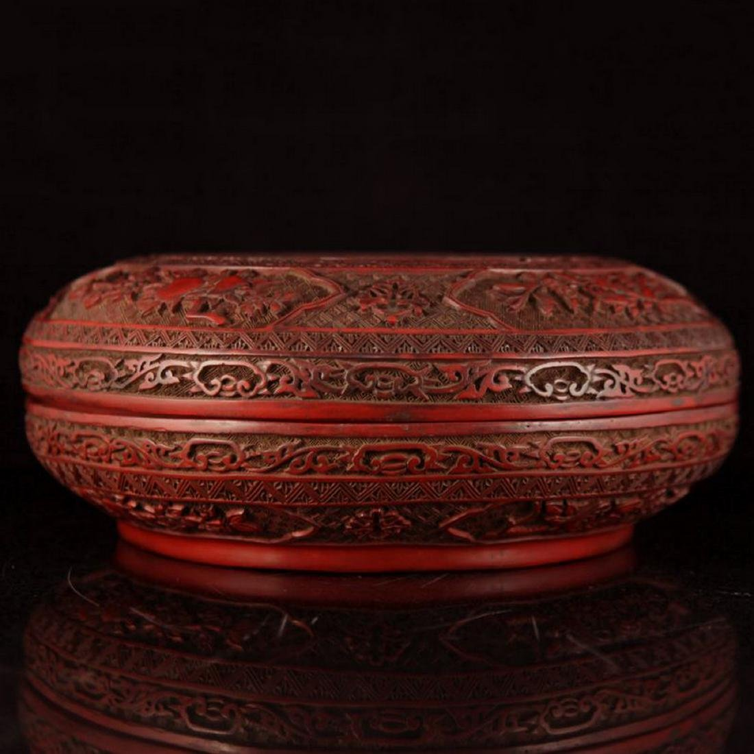 A FINELY QIANLONG CARVED RED LACQUER ROUND BOX AND