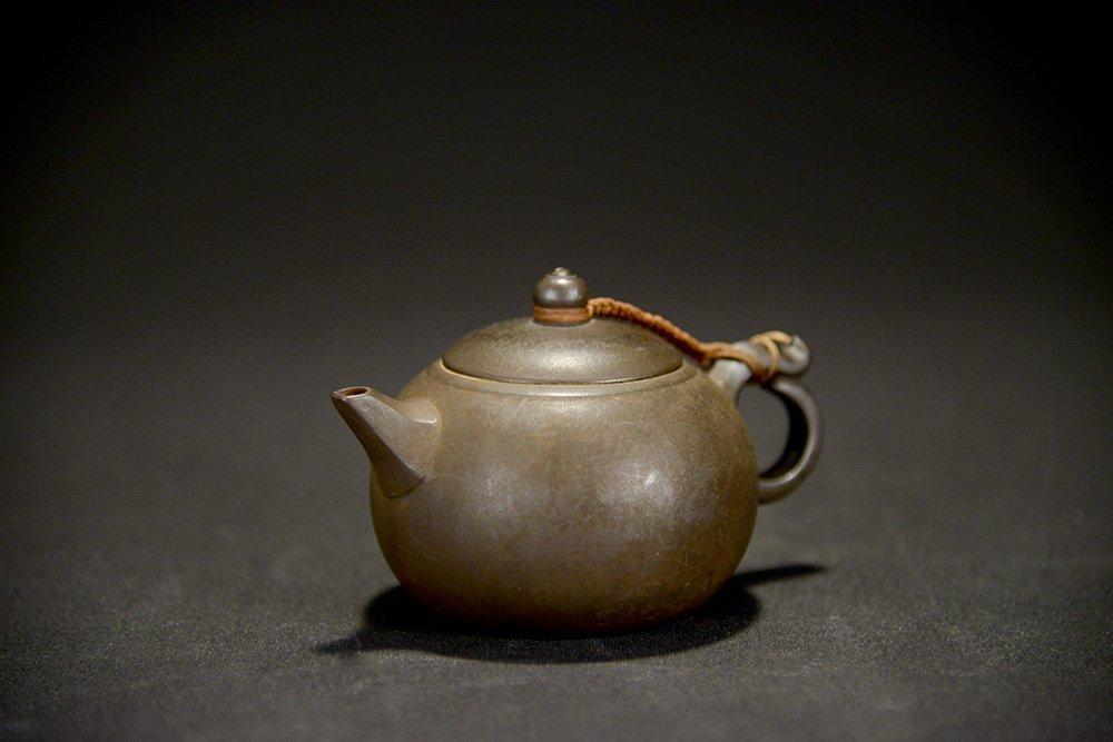 A Yixing Teapot, marked Yin Xiaohua