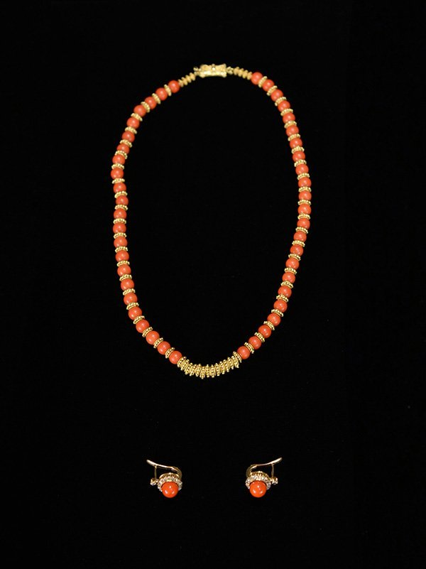 A Coral, K Gold necklace and earrings