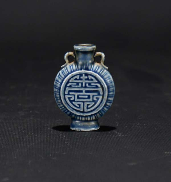 A Blue and White Moonflask Snuff Bottle
