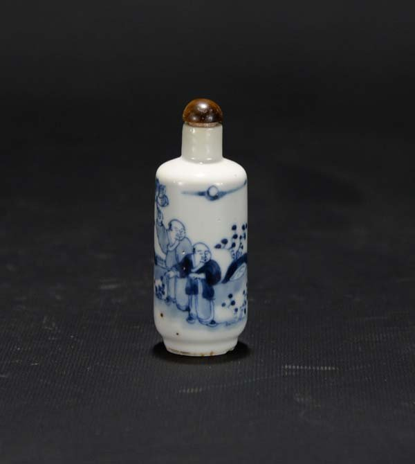 A Blue and White Figural Snuff Bottle