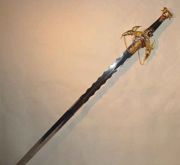 8: Dragon Sword with 2 Daggers