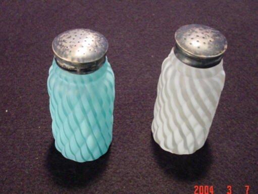 213: Blue & White Swirl Salt & Pepper Shakers