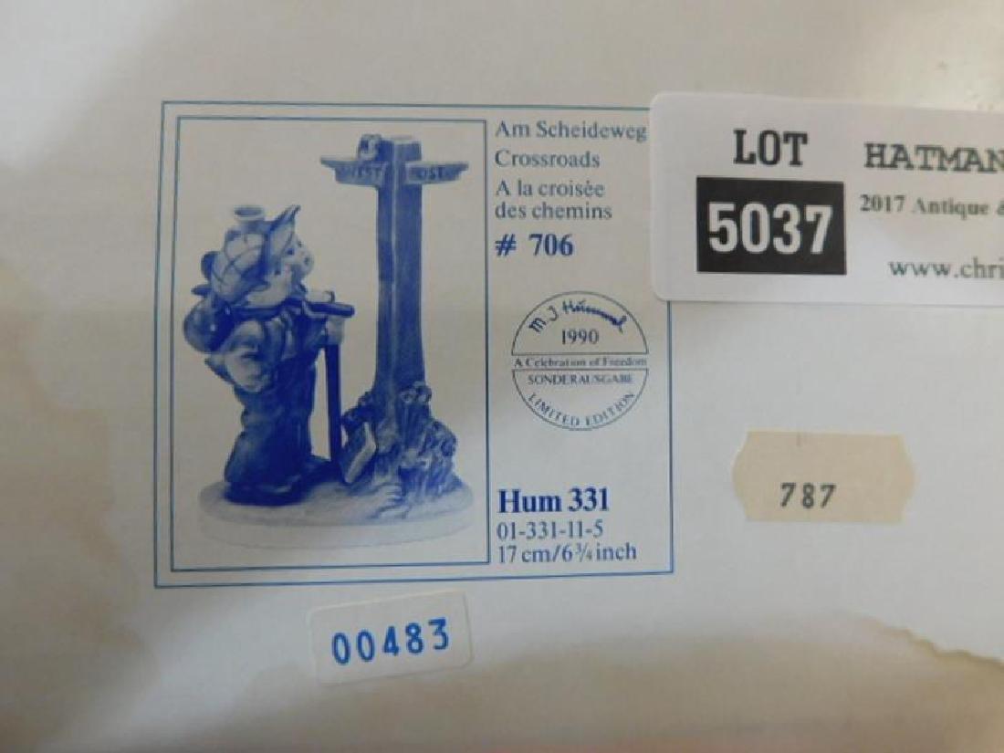 HUMMEL GOEBEL BERTA M.I  FIGURINE CROSSROADS - 4
