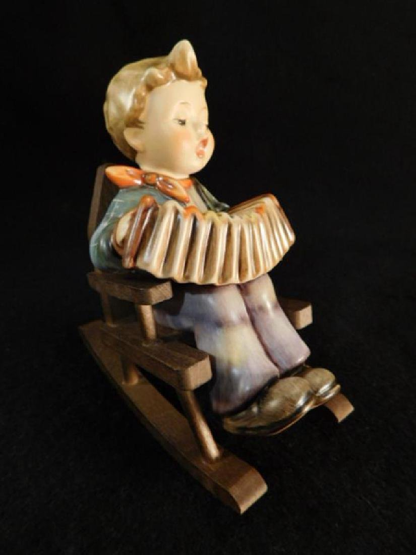 HUMMEL GOEBEL BERTA M.I  FIGURINE PRACTICE MAKES