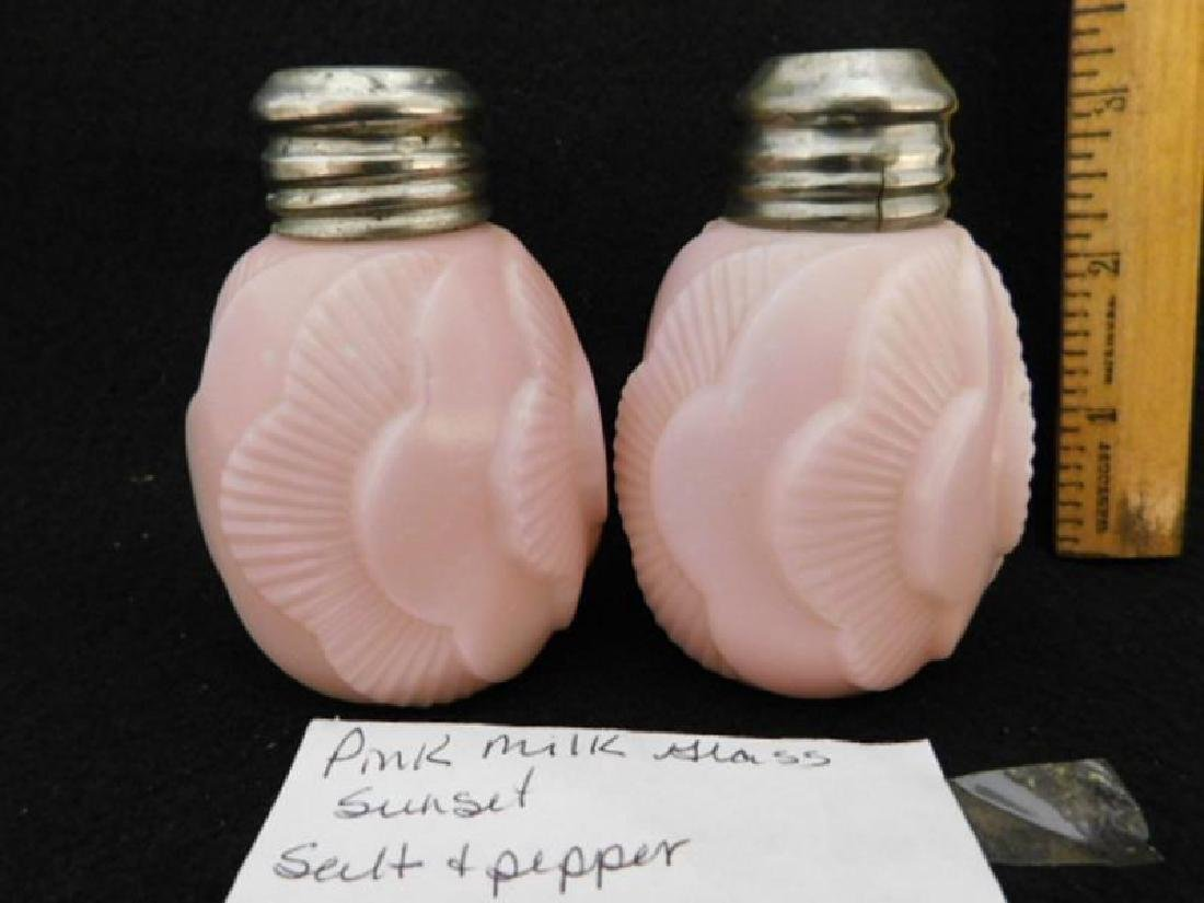 PINK OPAQUE GLASS SALT PEPPER SHAKER GLASS VICTORIAN - 3