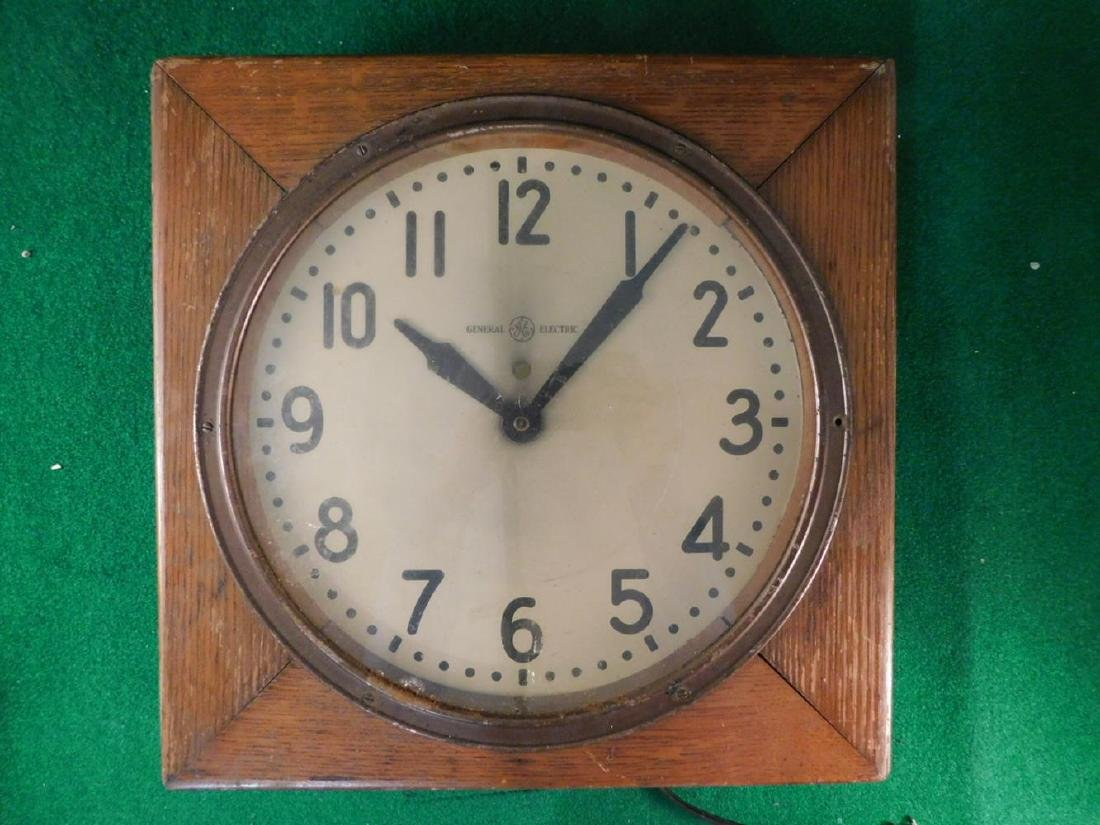 WOODEN MID CENTURY CLOCK GENERAL ELECTRIC