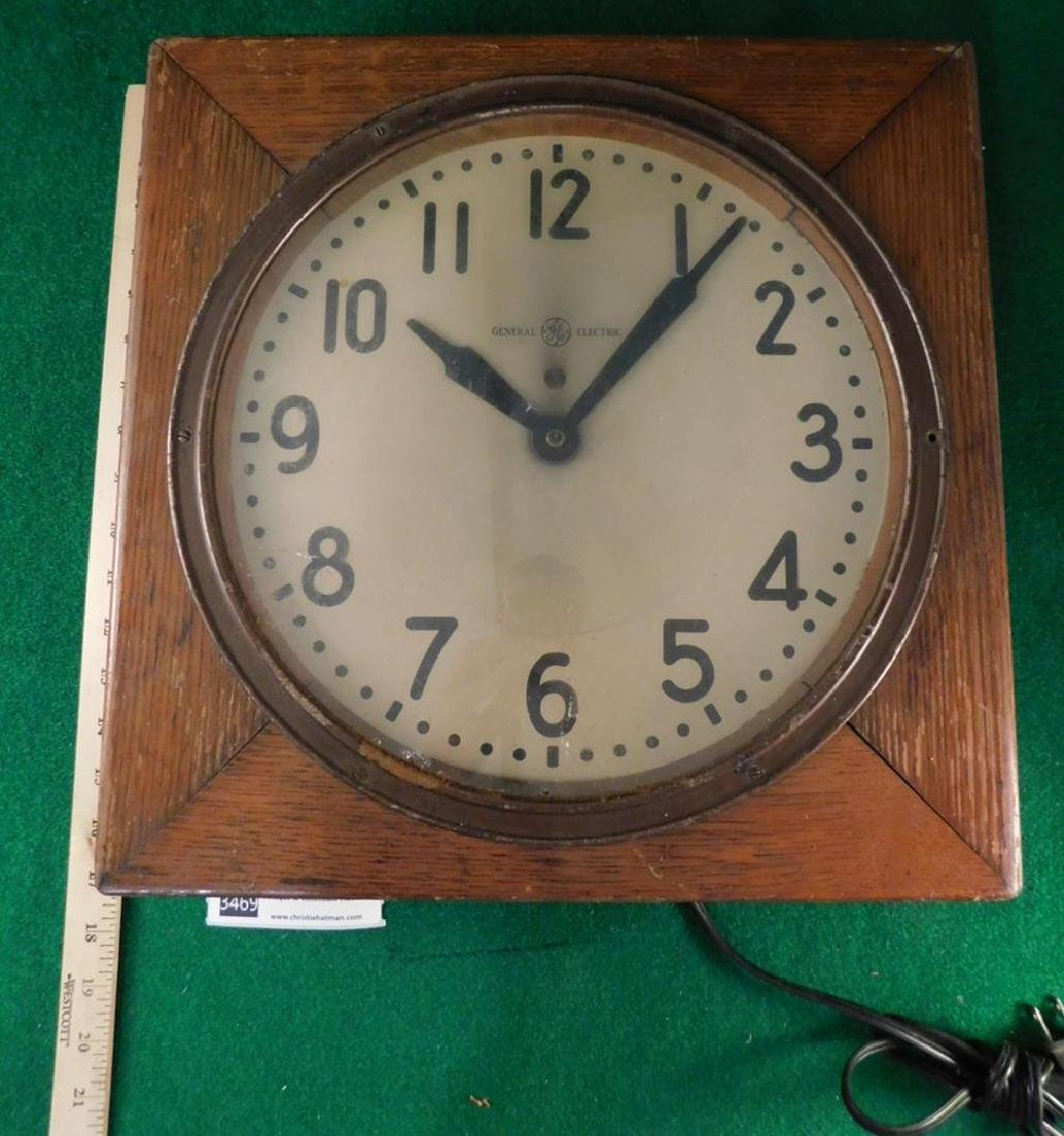 WOODEN MID CENTURY CLOCK GENERAL ELECTRIC - 2