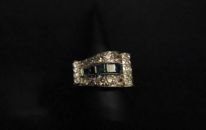 FRENCH ART DECO DIAMOND RING WITH EMERALD