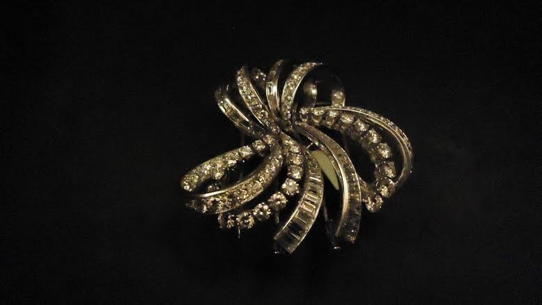 BOUCHERON PLATINUM ART DECO DOUBLE CLIP BROOCH
