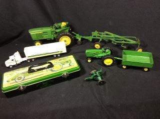 John Deere Toy Collector's Lot 2 tractors, 1
