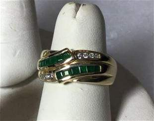14kt Yellow Gold Ring w/ Emerald and Diamonds Ribbon
