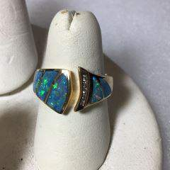 14kt Yellow Gold Ring w/ Opalescent stones This Ring