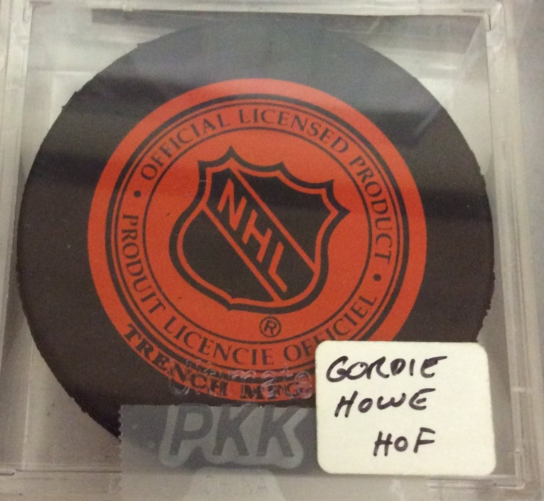 Gordie Howe HOF Autographed Detroit Red Wings Puck