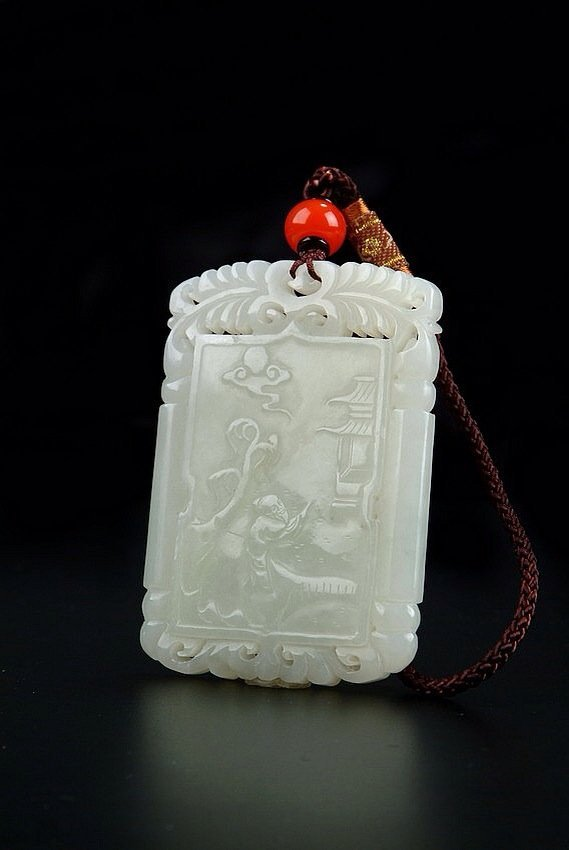 A FINELY CARVED WHITE JADE PENDANT
