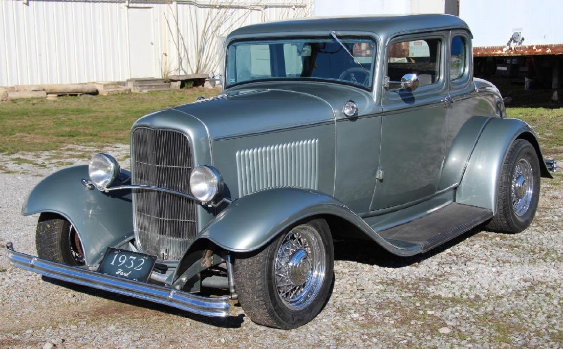 1932 FORD COUPE WITH 350 CHEVROLET ENGINE