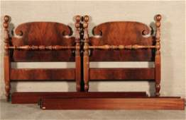PAIR OF AMERICAN SHERATON STYLE MAHOGANY TWIN BEDS