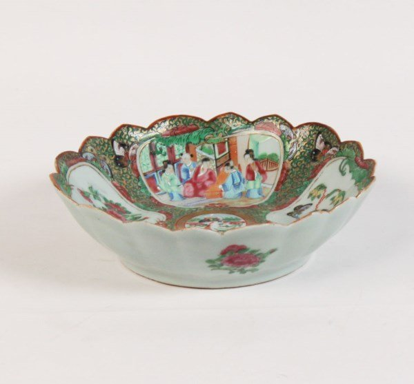 "CHINESE PORCELAIN 9.5"" FAMILLE ROSE SCALLOPED EDGE BOWL"