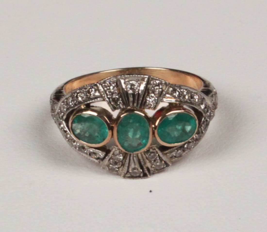 18K YELLOW GOLD DIAMOND AND EMERALD LADIES RING