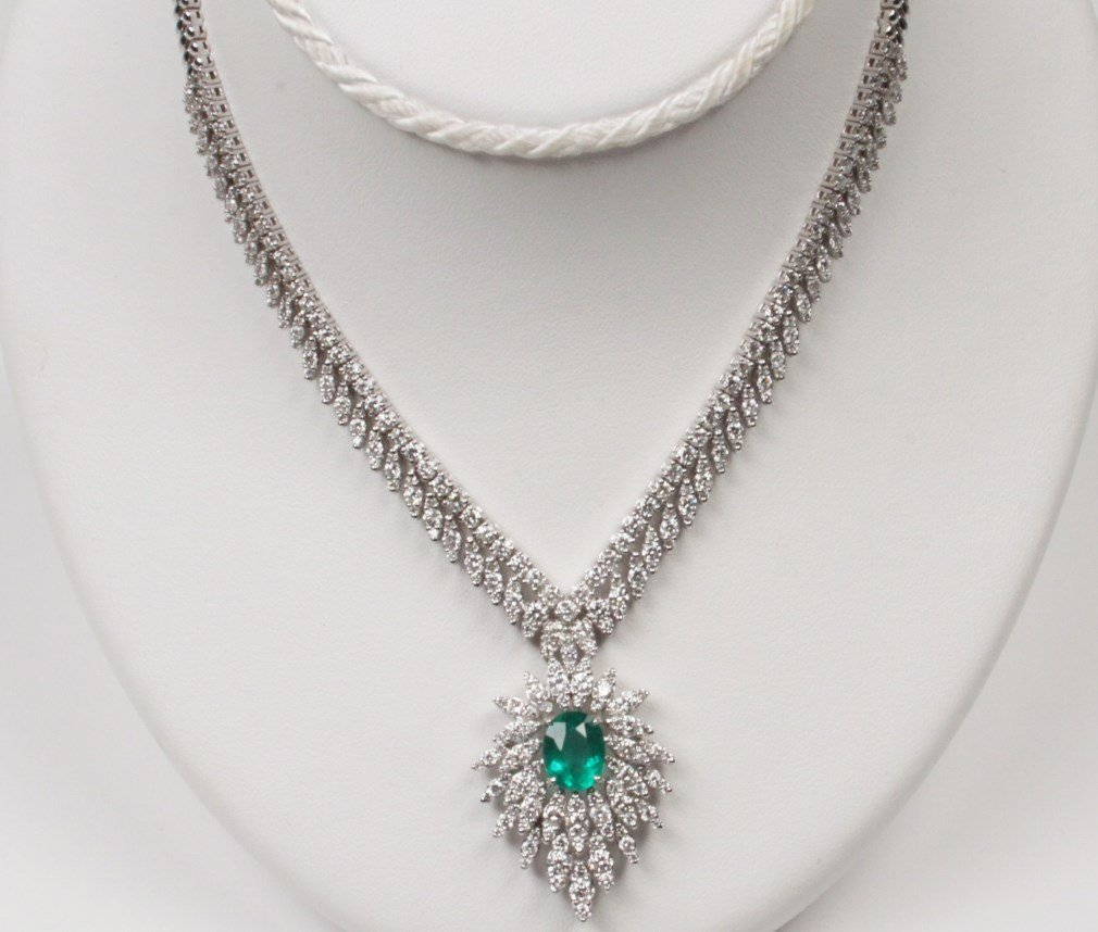 IMPORTANT 18K DIAMOND AND EMERALD NECKLACE