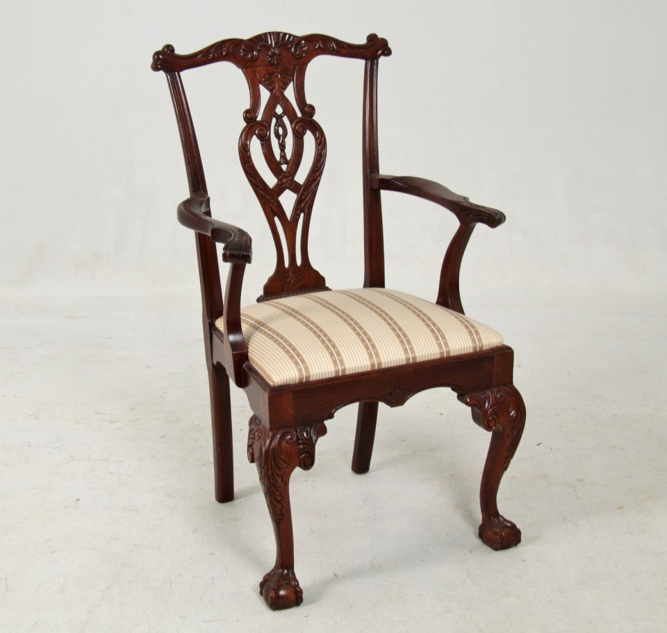 AMERICAN CHIPPEDALE STYLE MAHOGANY ARM CHAIR