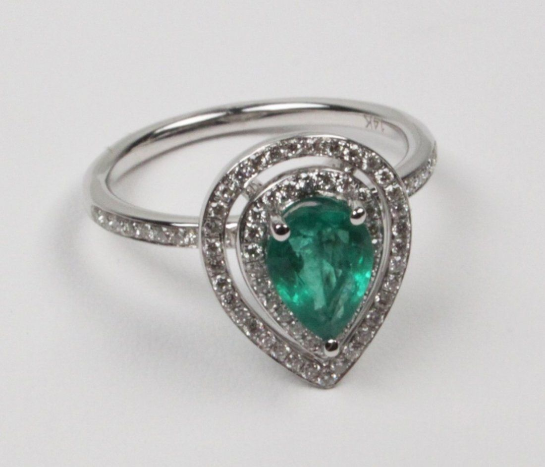 K WHITE GOLD DIAMOND AND EMERALD LADY'S RING
