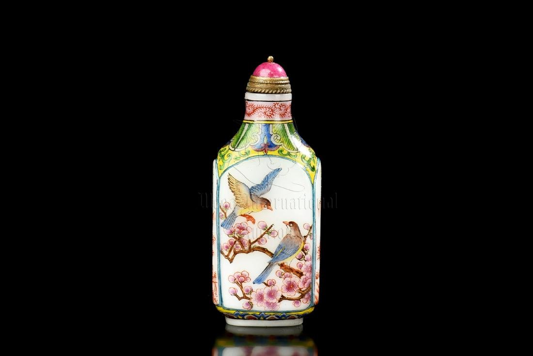 FAMILLE ROSE FLOWERS AND BIRDS SNUFF BOTTLE