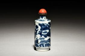 BLUE AND WHITE 'DRAGON' SNUFF BOTTLE