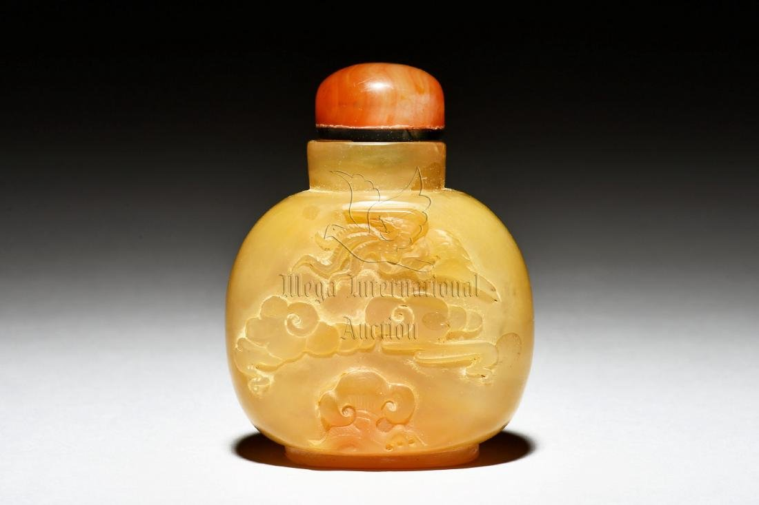 AGATE CARVED 'PHOENIX' SNUFF BOTTLE