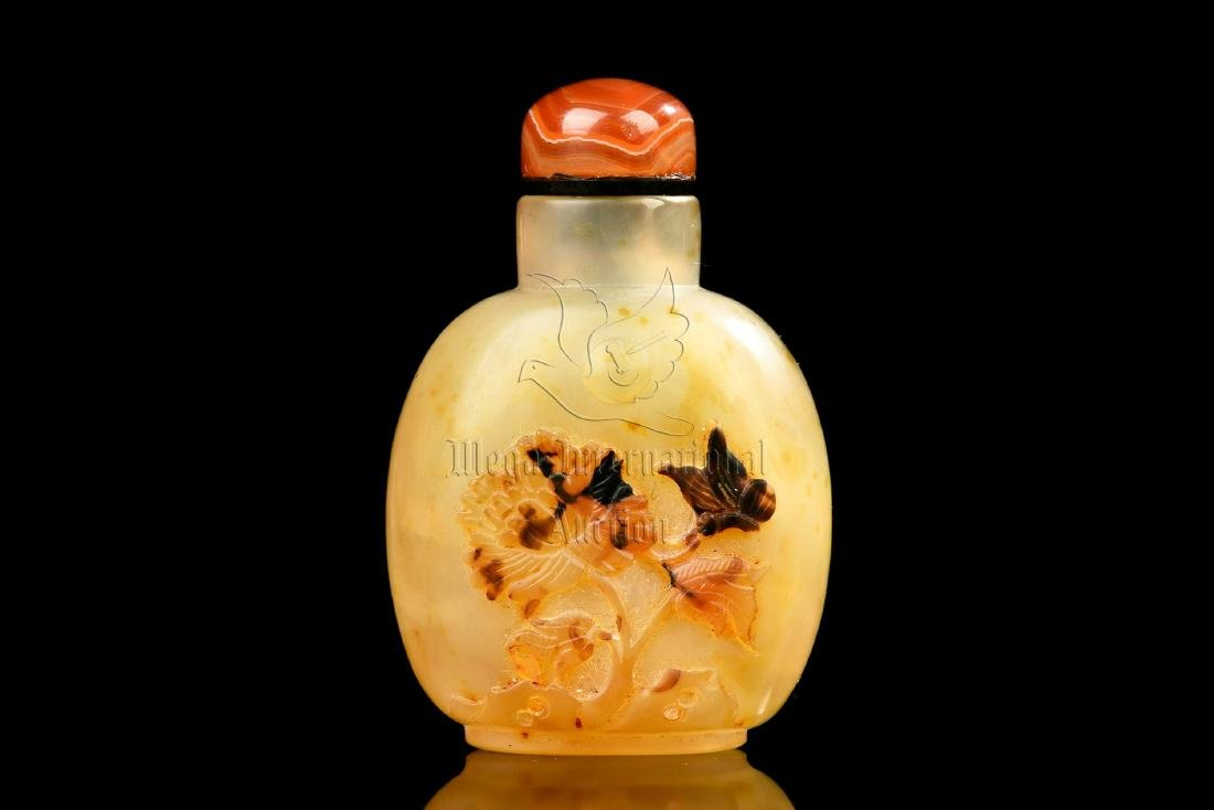 AGATE CARVED 'FLOWERS' SNUFF BOTTLE
