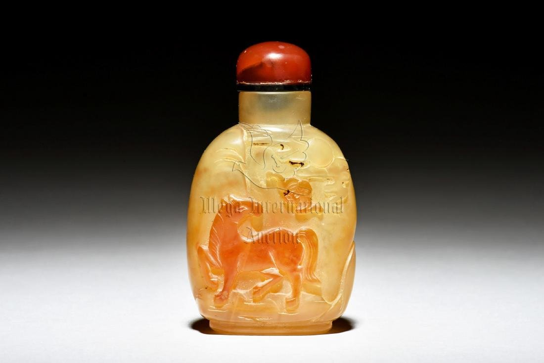 AGATE CARVED 'HORSE' SNUFF BOTTLE