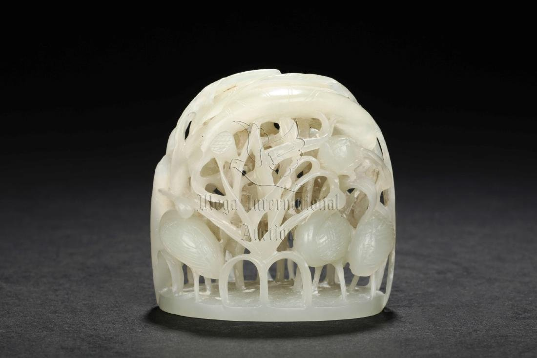 WHITE JADE RETICULATED 'QIUSHAN' FINIAL
