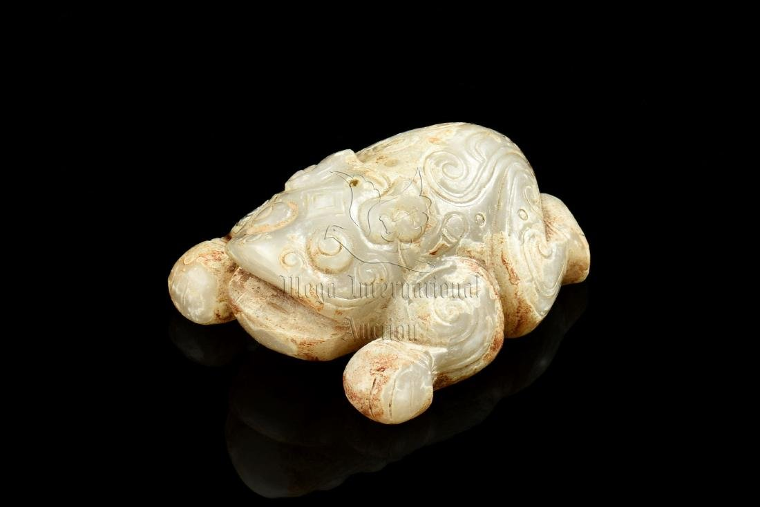JADE CARVED 'MYTHICAL TOAD' FIGURE