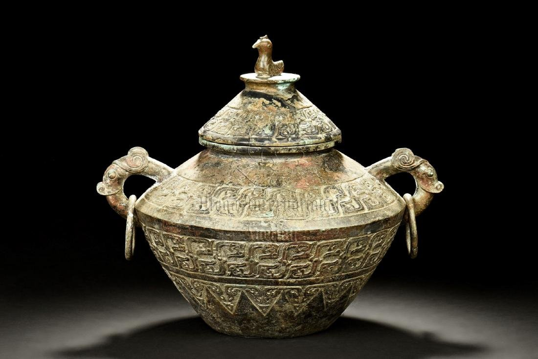ARCHAIC BRONZE CAST JAR WITH HANDLES AND LID