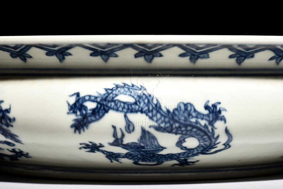 BLUE AND WHITE 'DRAGON' WASHER WITH HANDLES - 12