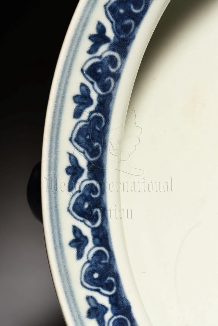 BLUE AND WHITE 'DRAGON' WASHER WITH HANDLES - 7