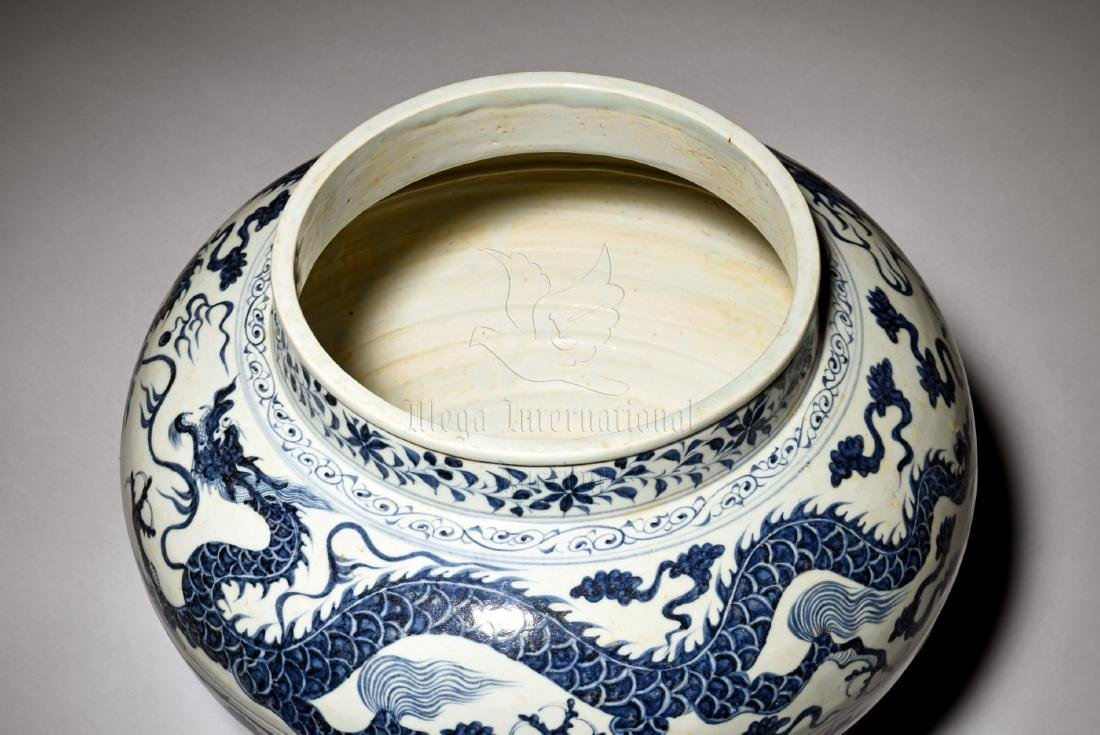 BLUE AND WHITE 'DRAGON' JAR WITH COVER - 5